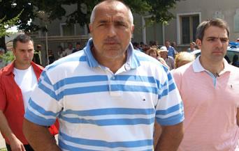 Окичиха Бойко Борисов с шал на Ботев