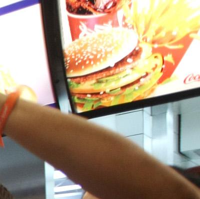 Макдоналдс заменя пластмасовите сламки с хартиени в UK и Ирландия