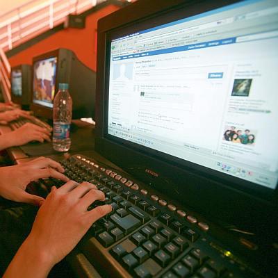 Шефове ровят за компромати във Facebook