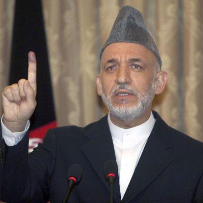 Карзай печели изборите в Афганистан