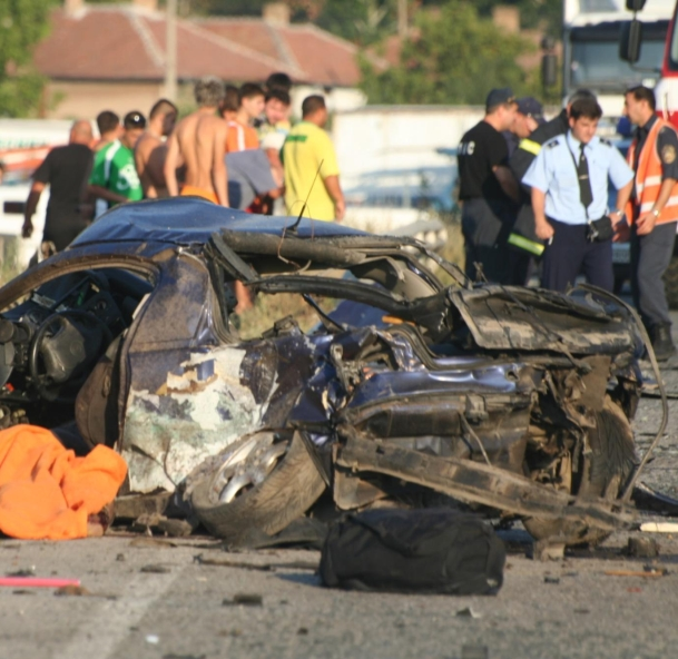 Двама загинаха при тежка катастрофа край Плевен