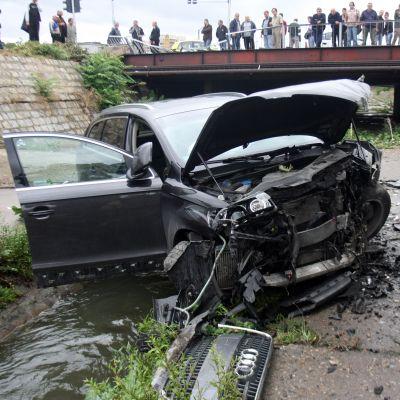 Джип падна от мост в София