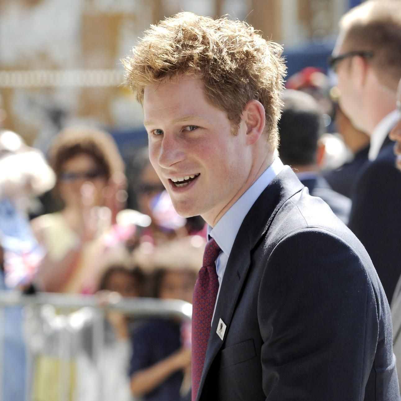 Кралското семейство отказа коментар за голите снимки на Хари