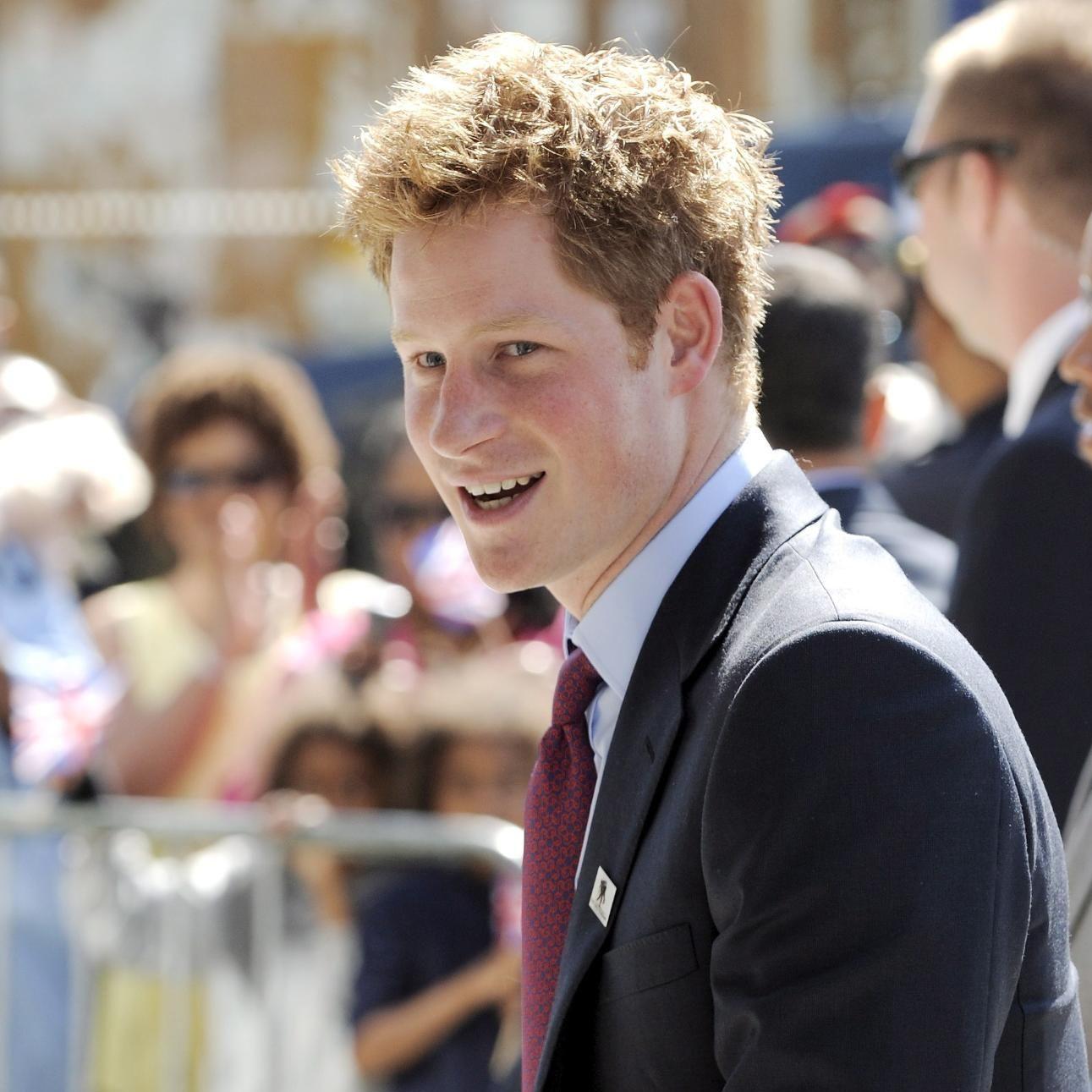 Принц Хари отказва цигарите с хипноза