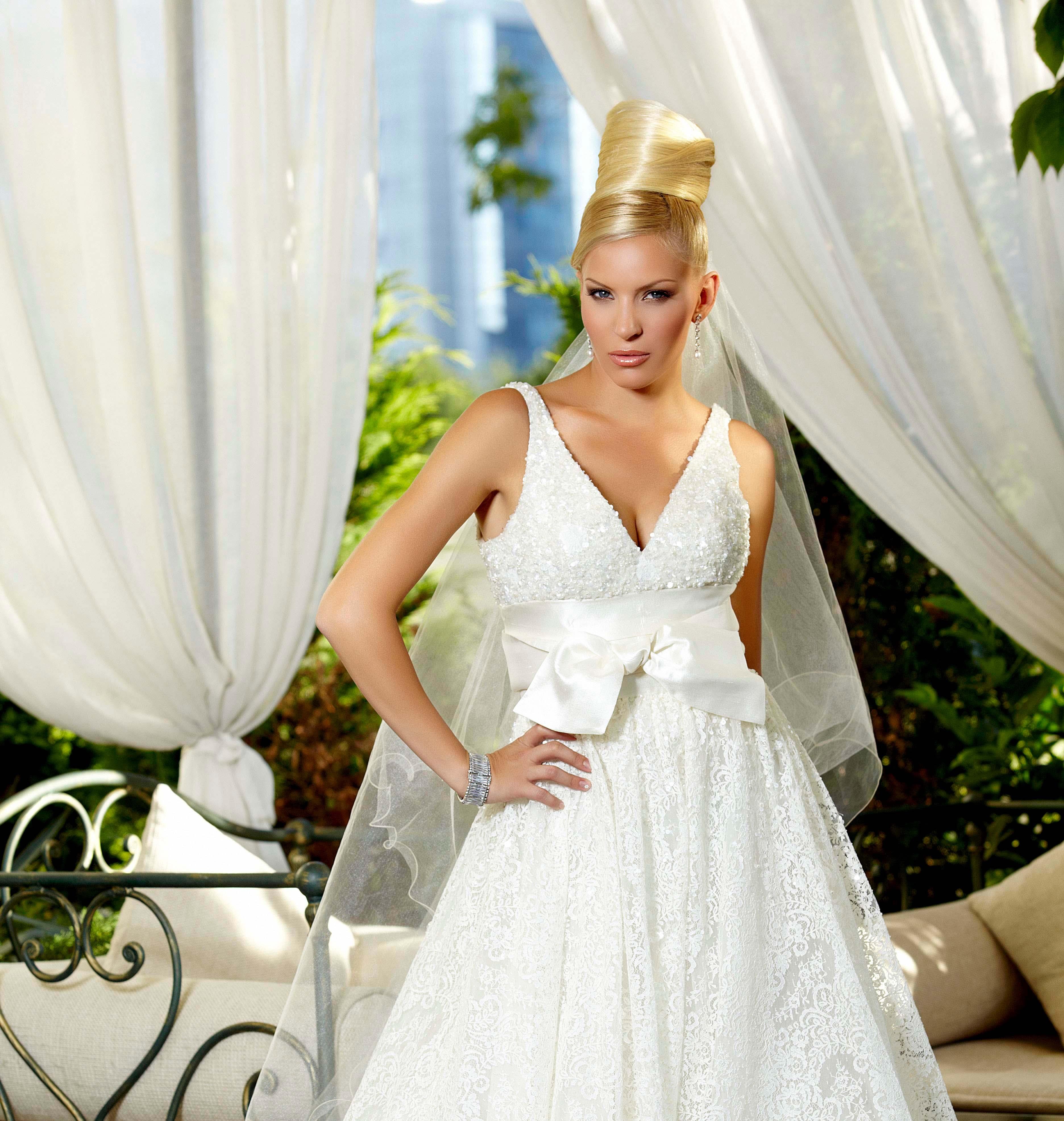 Катя Дунева облече булчинска рокля на Ели Сааб