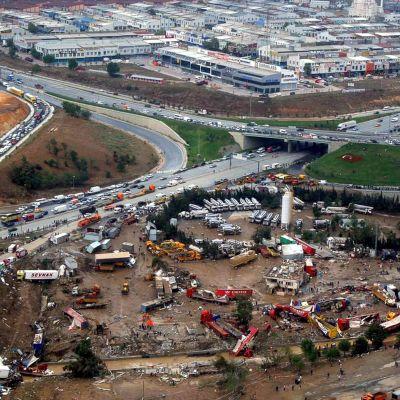 Спряха пътуванията до Истанбул заради пороите
