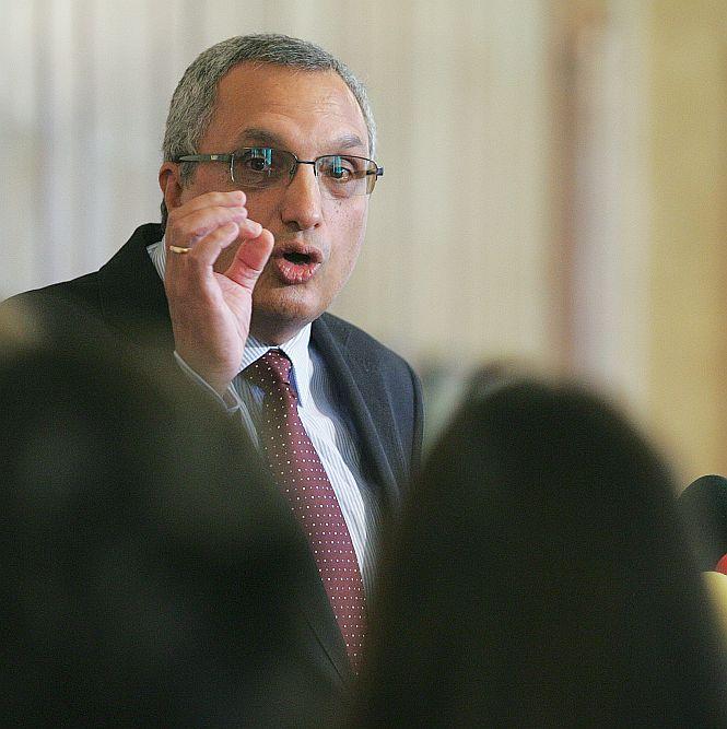 Костов: Първанов опитва да бъде алтернатива на кабинета
