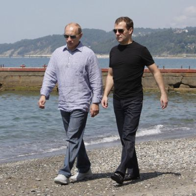 И Путин, и Медведев - кандидати за президент