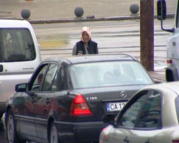 Полицаи задържаха Елена Йончева заради просия
