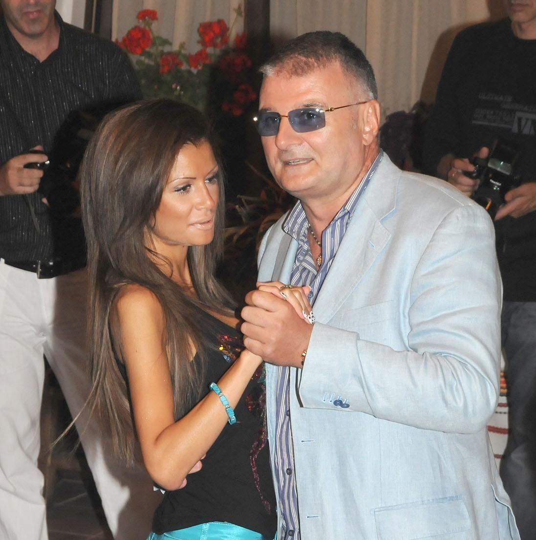 Христо Сираков се забавлява с нова дама