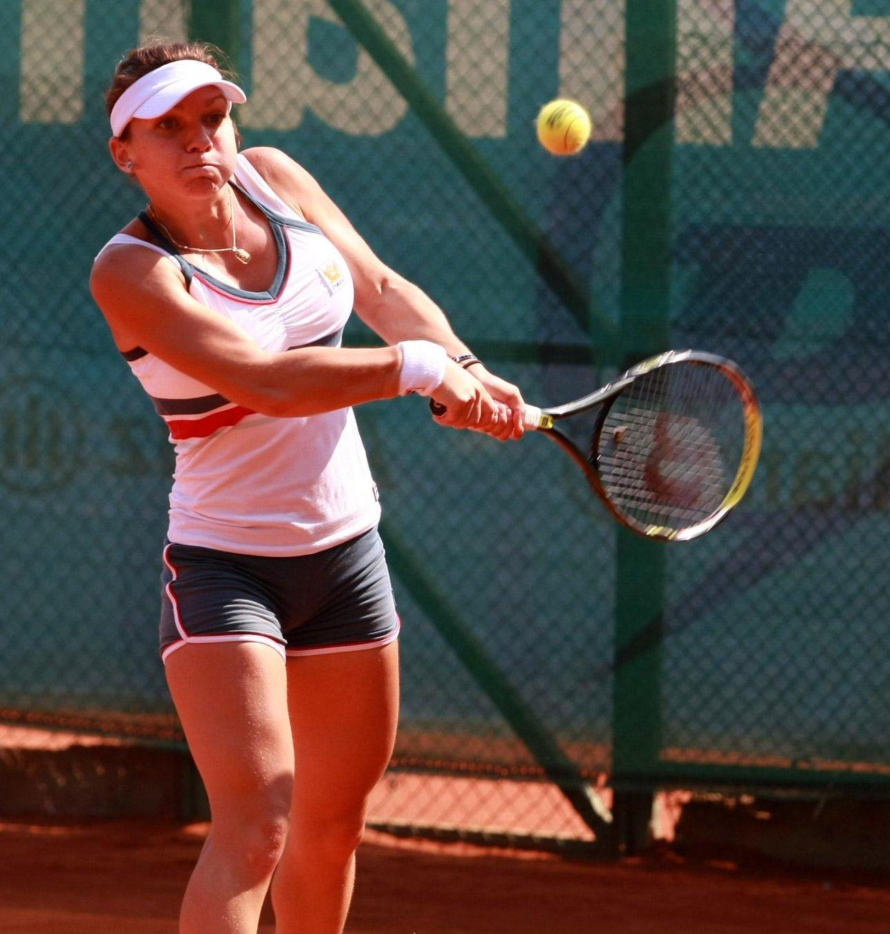 Тенисистката с най-големите гърди демонстрира нов бюст