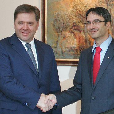 Борисов: Извиваме си ръцете с руснаците