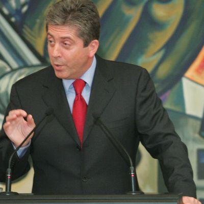 Първанов: За доклада решавам аз - президентът