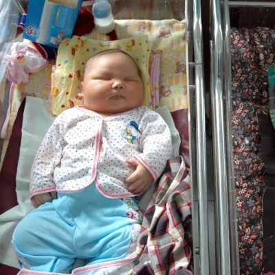 Бебето, родено 8,7 кг, е туристическа атракция