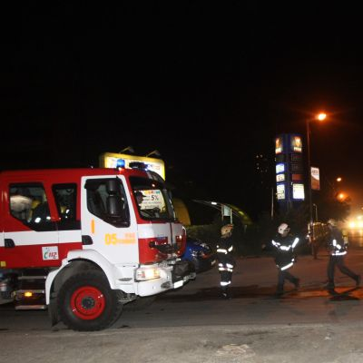 Среднощен пожар до бензиностанция в София