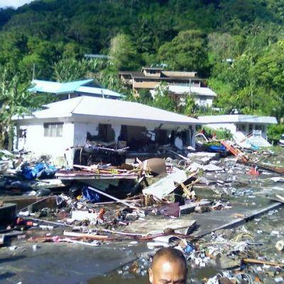 8.3 по Рихтер и цунами удариха островите Самоа