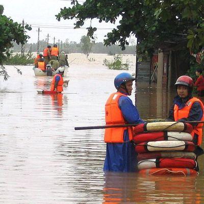 Тайфунът Кетсана отнесе Камбоджа и Виетнам