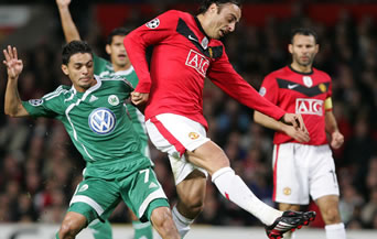 Берба титуляр за Юнайтед, Рууни извън групата