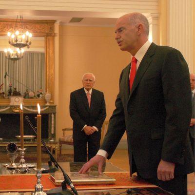 Папандреу положи клетва като премиер на Гърция