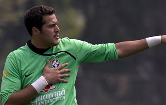 Жулио Цезар недоволен от топката за Мондиал 2010