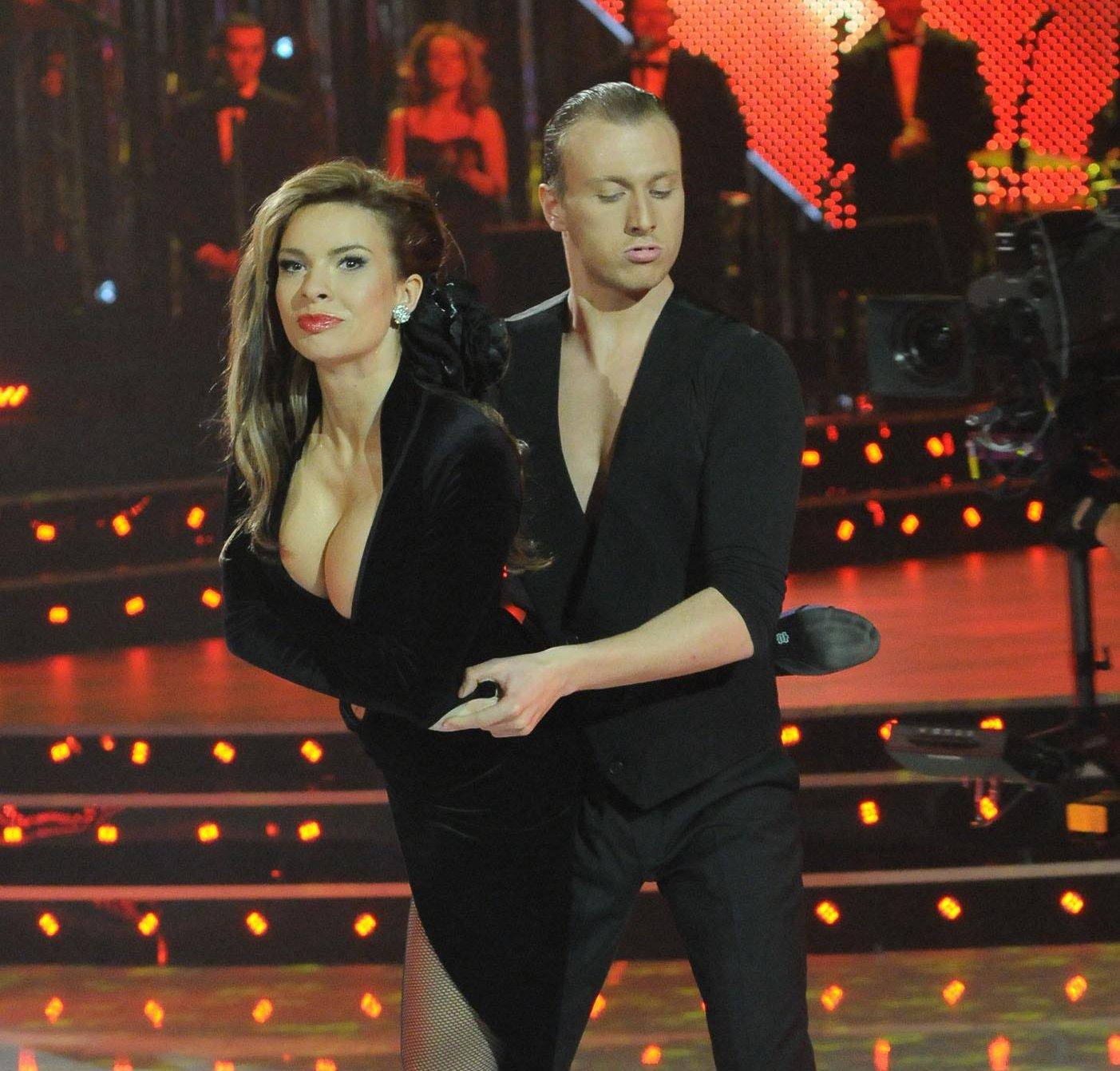 Аксиния разкри прелести в Dancing Stars 2
