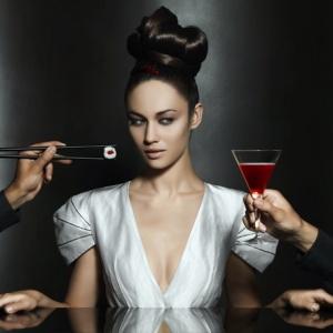 Олга Куриленко измести Ева Мендес в изискана реклама