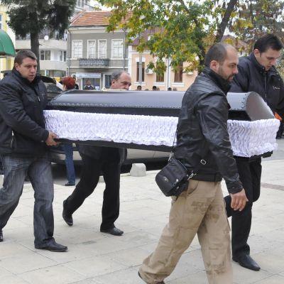 Близките на убиеца от Карнобат скрити заради линч