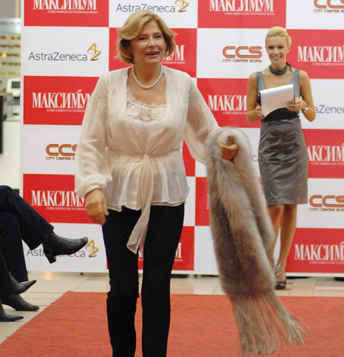 Михнева участва в ревю, посветено на борбата с рака на гърдата