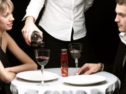Жените ядат по-малко в мъжка компания