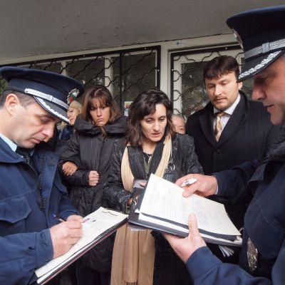 Жива верига срещу отнемане на апартамент от банка