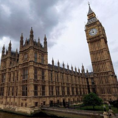 Обвиниха 4-ма британски депутати за присвоени пари