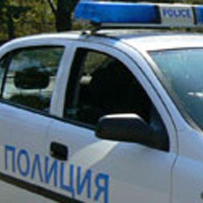 Двама пияни изгориха знамето на ЕС в Златица