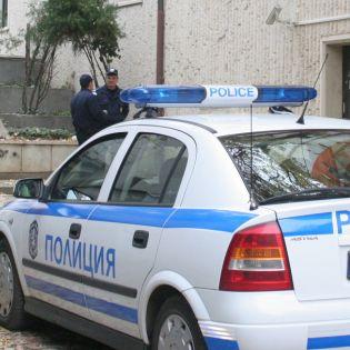Ядосана дама къса пагона на полицай