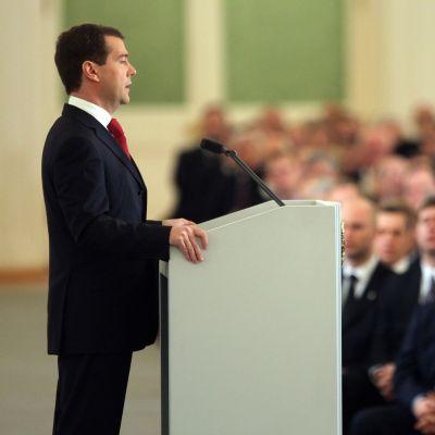 Медведев се нагърби да модернизира Русия