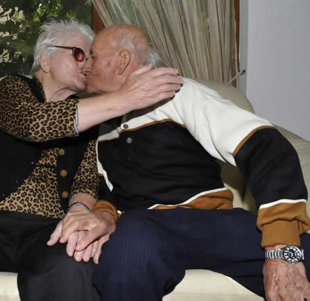 98-годишни се разведоха