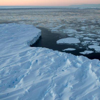 В Арктика е с 20 градуса по-топло от обичайното!
