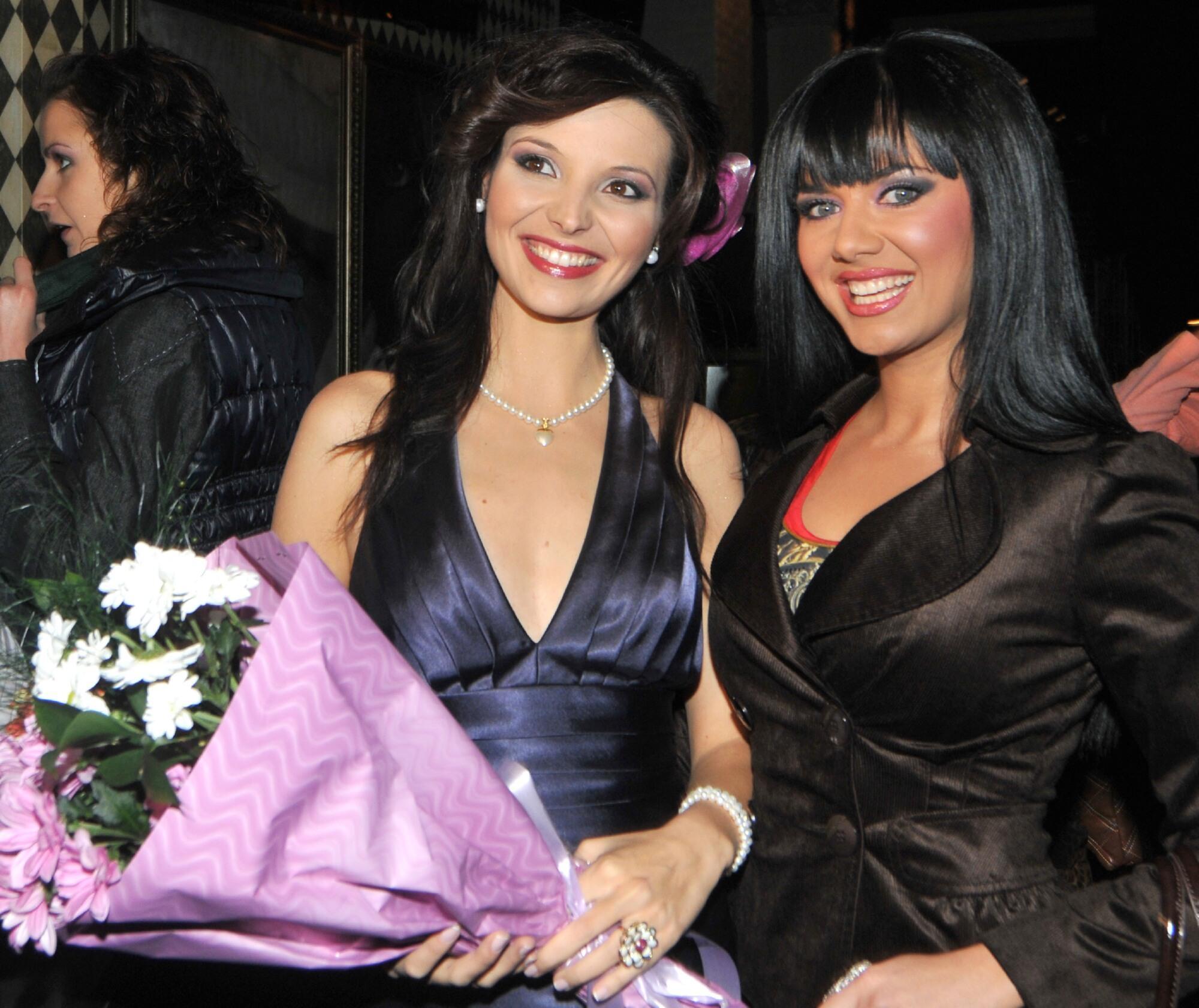 Нора Манчева и Деси Банова купонясваха по женски на РД