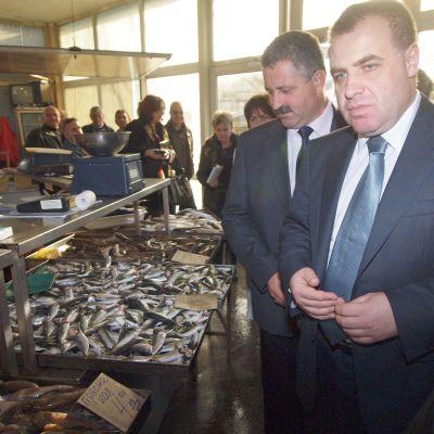 Масови проверки за рибата по Никулден