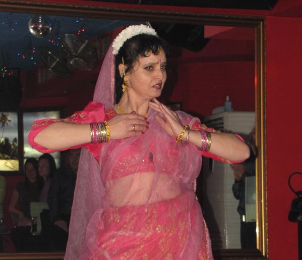 Капка Кумар показа магията на индийските танци