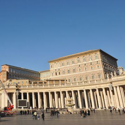 Банката на Ватикана помагала за пране на пари