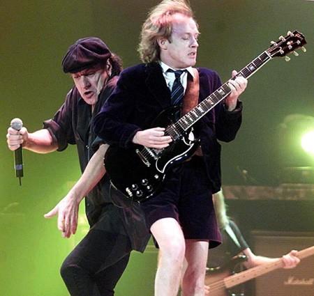 AC/DC отново пропускат България