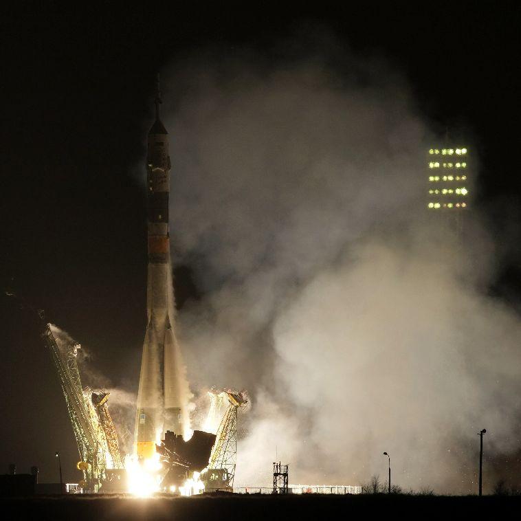 Космонавти празнуват Коледа със суши