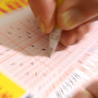 Българин спечели 1 милион лири от лотария
