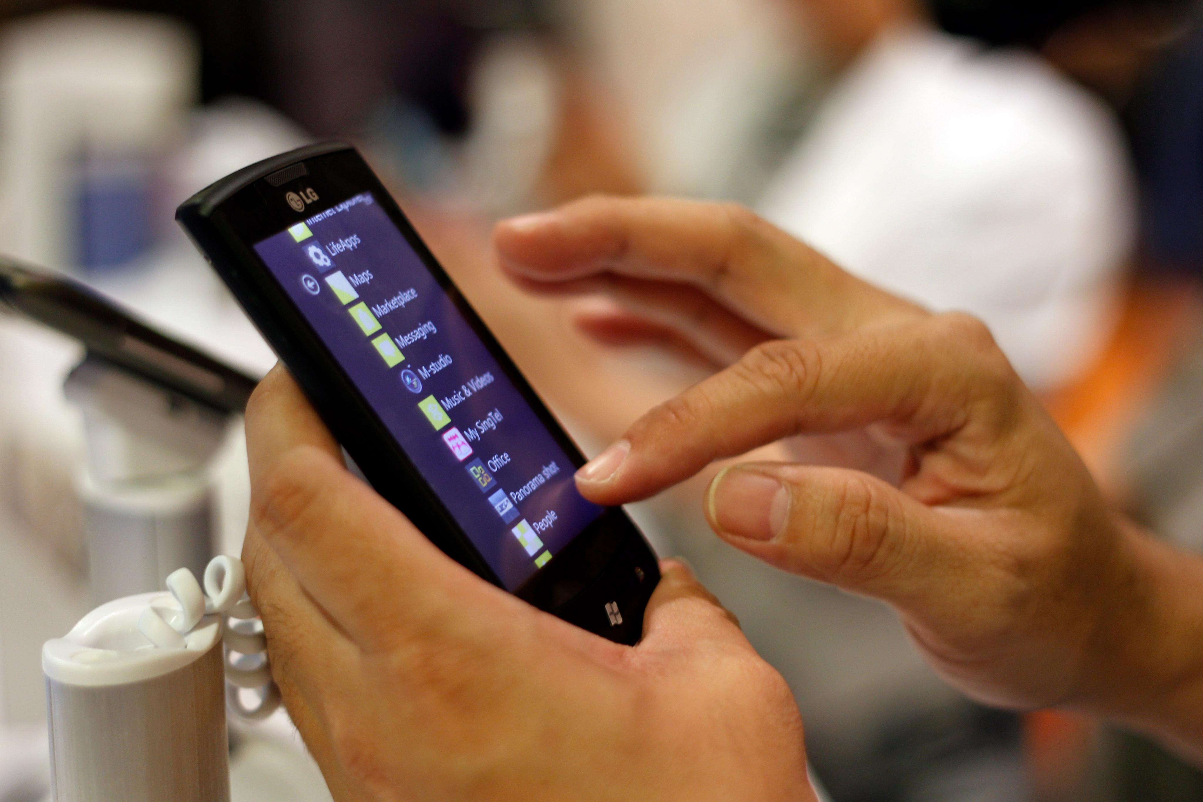 Мъжете предпочитат обаждане пред SMS