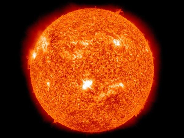 Атакува ни мощно слънчево изригване