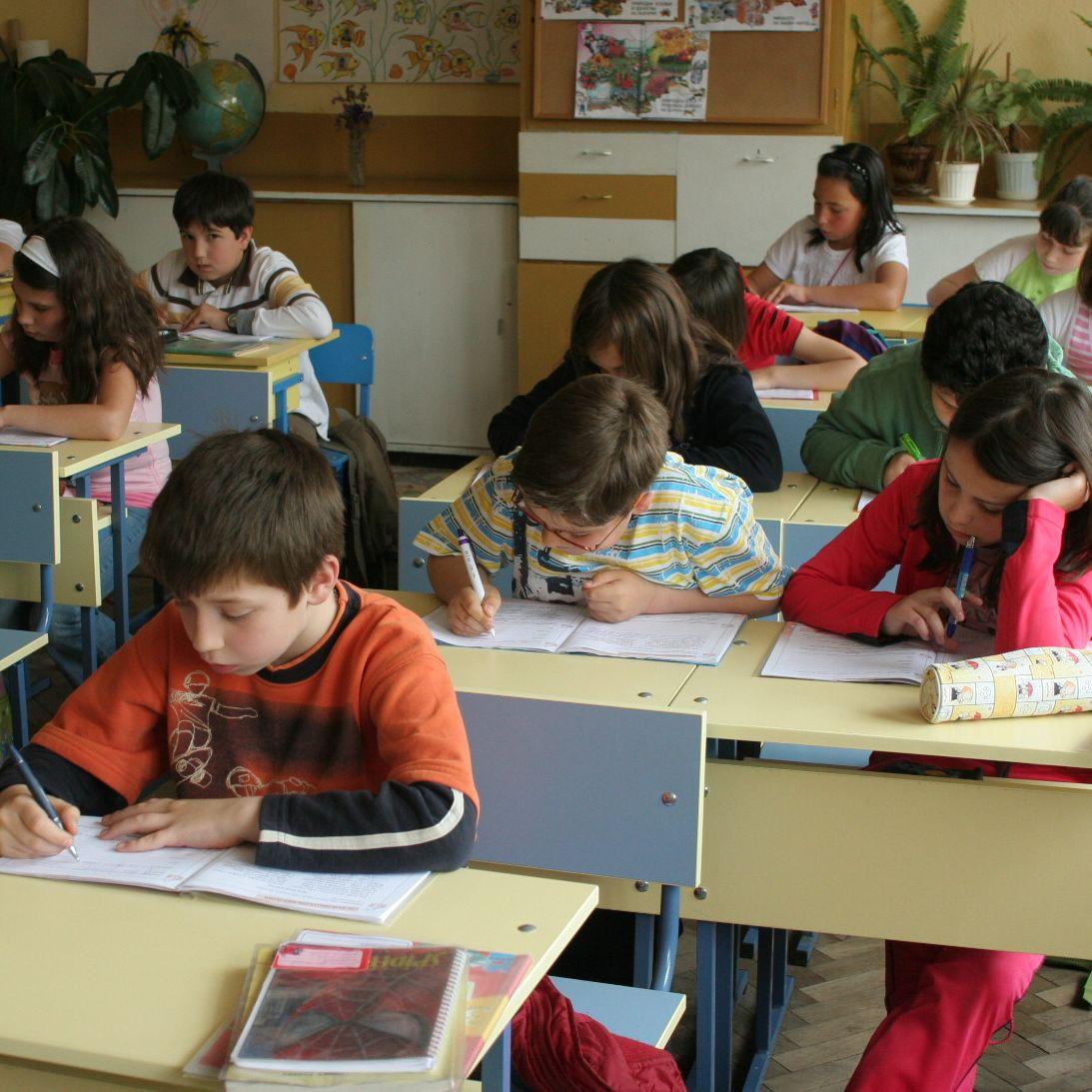 """Учителите """"се износват"""" максимум за 20 години"""