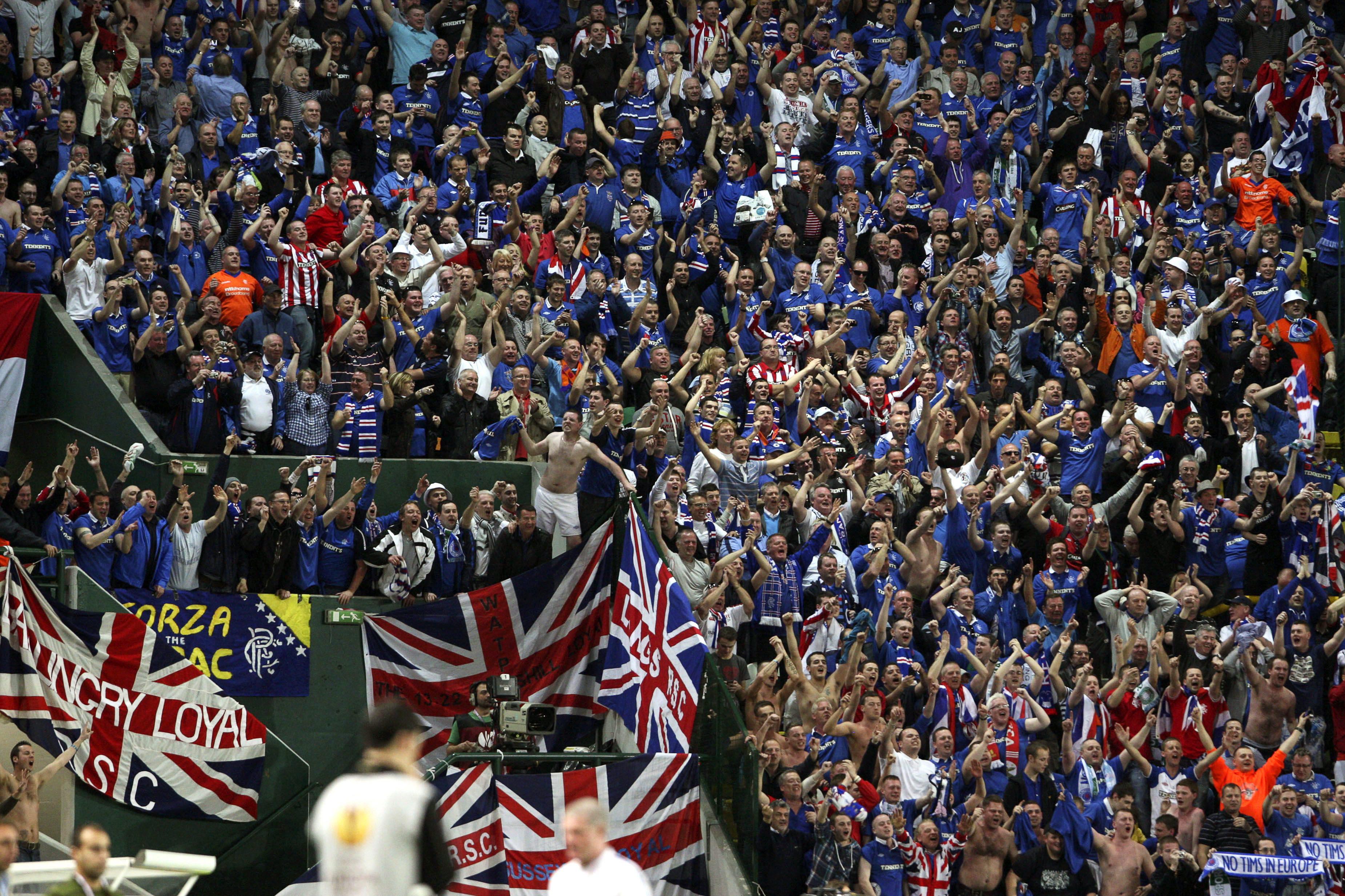Рейнджърс триумфира с трета поредна титла на Шотландия