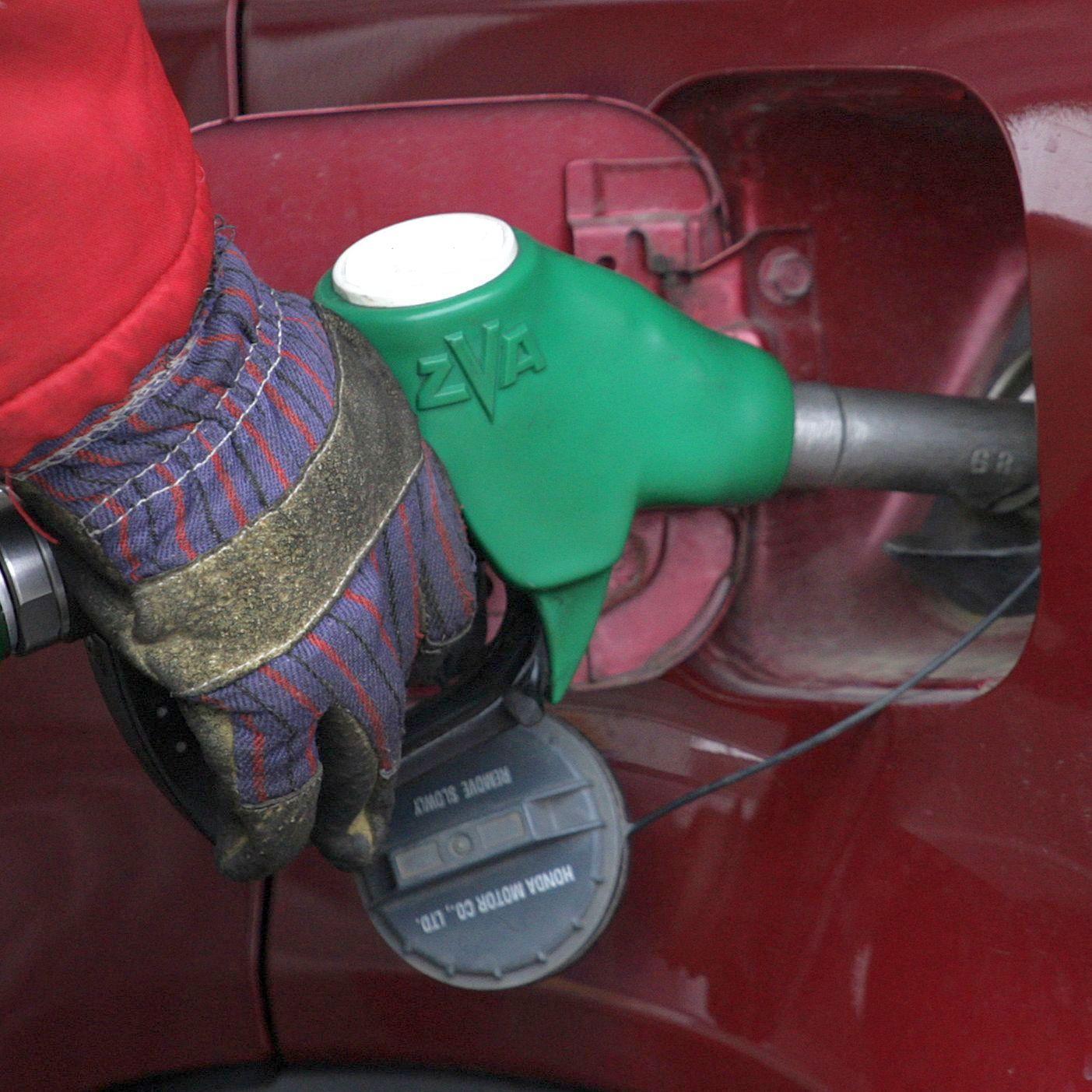 """""""Лукойл"""" отрича монопол върху данъчните складове за горива"""