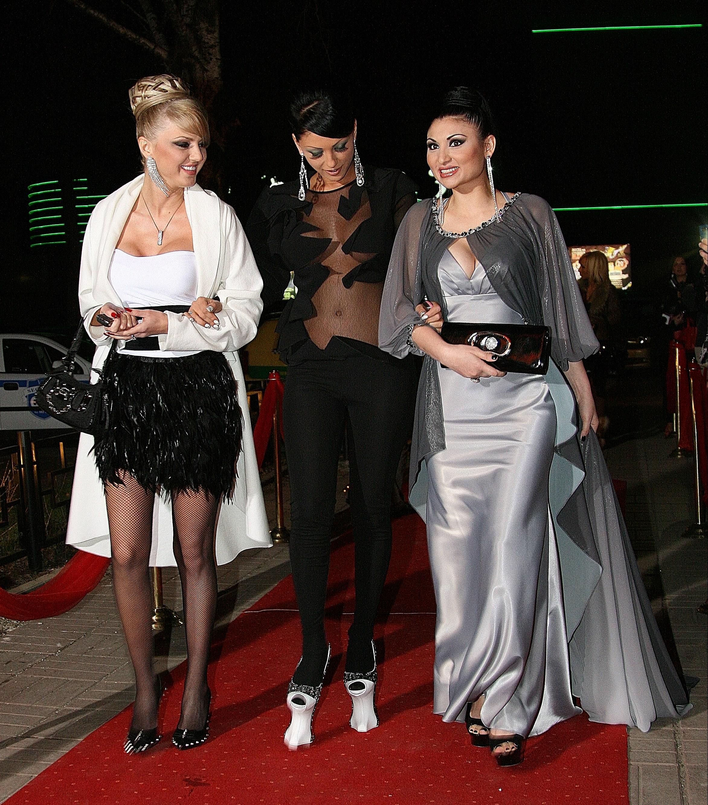 """Емануела показа новото си тяло на наградите на """"Нов фолк"""""""