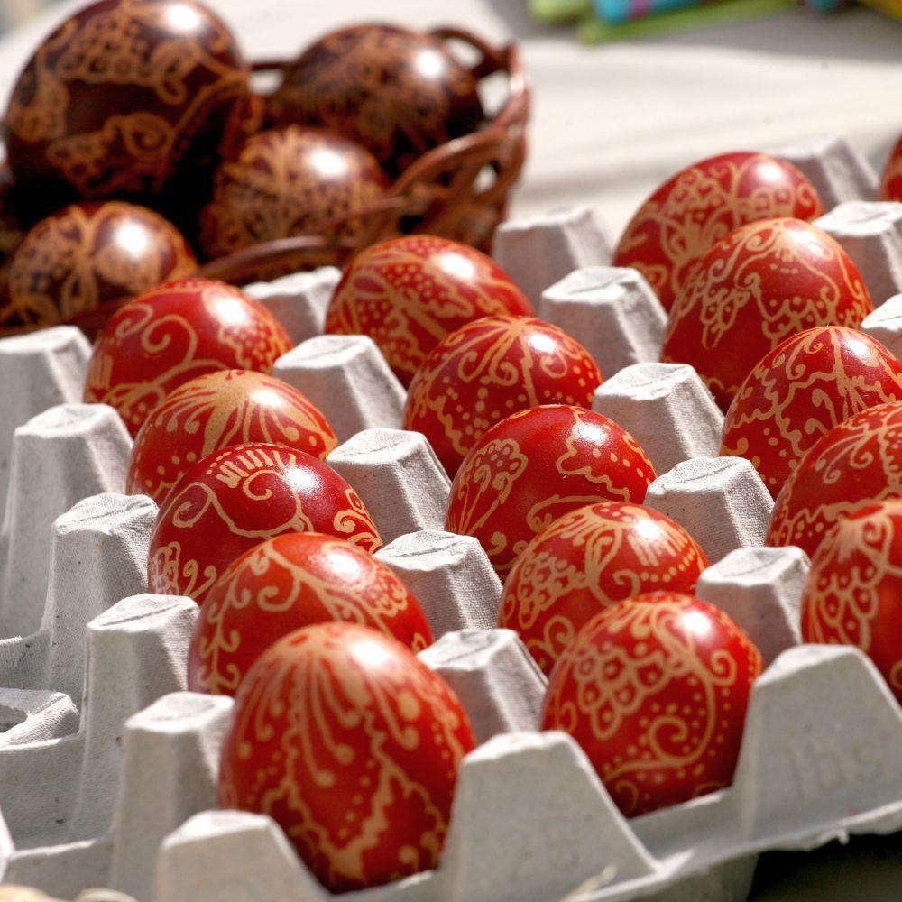 Майсторки изписват по 5000 яйца годишно